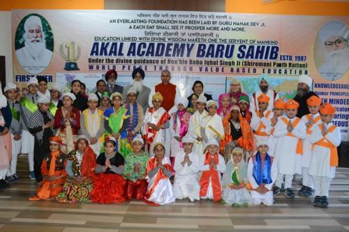 His Excellency, the  Governor of Himachal Pradesh, Acharya Dev Vrat  visited Baru Sahib (9)