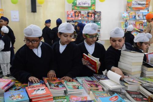 Scholastic Book Fair (2)